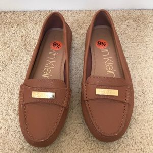 Calvin Klein size 9.5, leta pebble grain loafers.